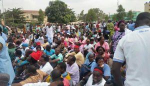 Retrait du droit de greve la marche des syndicats sur l'assemblee nationale