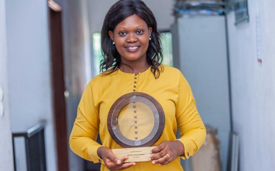 Reportages sur les déchets plastiques : Dorice Djeton remporte le Prix du meilleur rédacteur en ligne